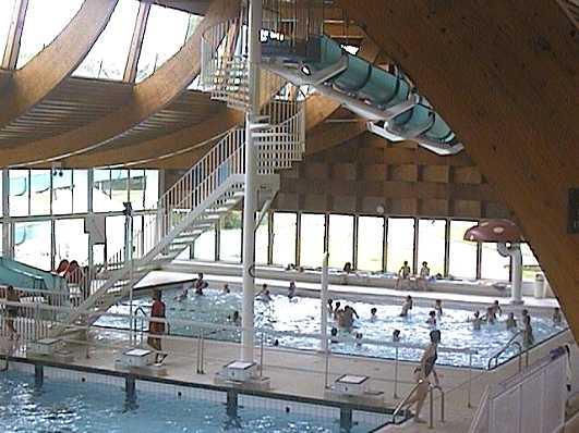 Le site touristique du creusot les loisirs la piscine for Glissade interieur